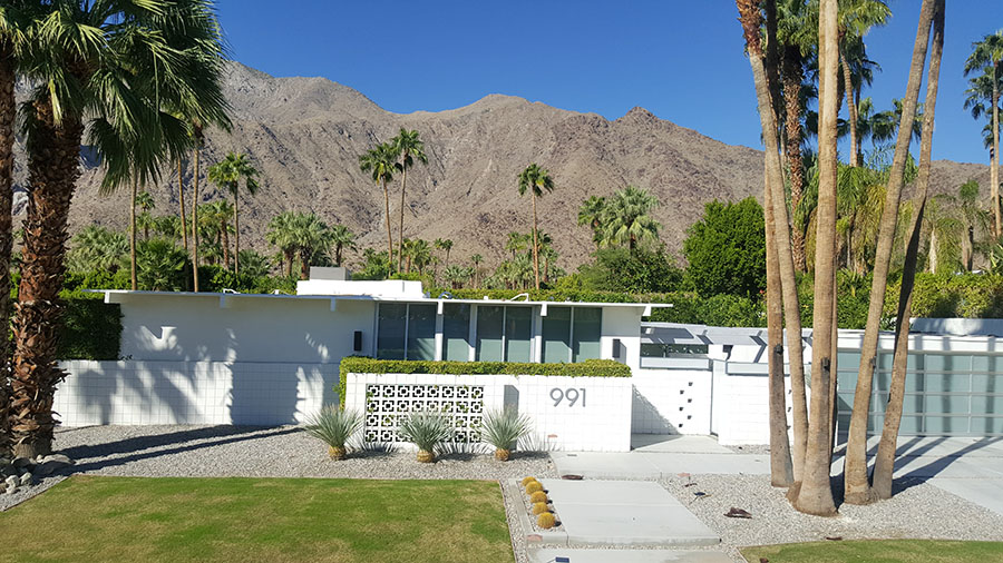 Mid-century modern home in Palm Springs